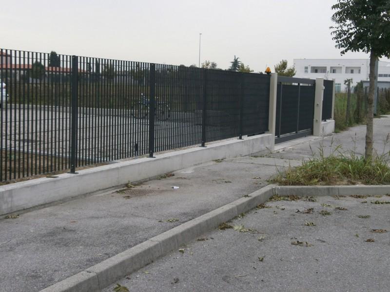 Recinzioni modulari in ferro battuto o in lamiera - Recinzioni giardini privati ...