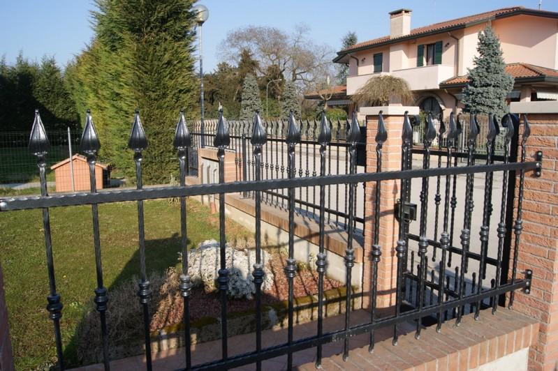 Recinzioni modulari in ferro battuto o in lamiera - Recinzioni per giardini ...